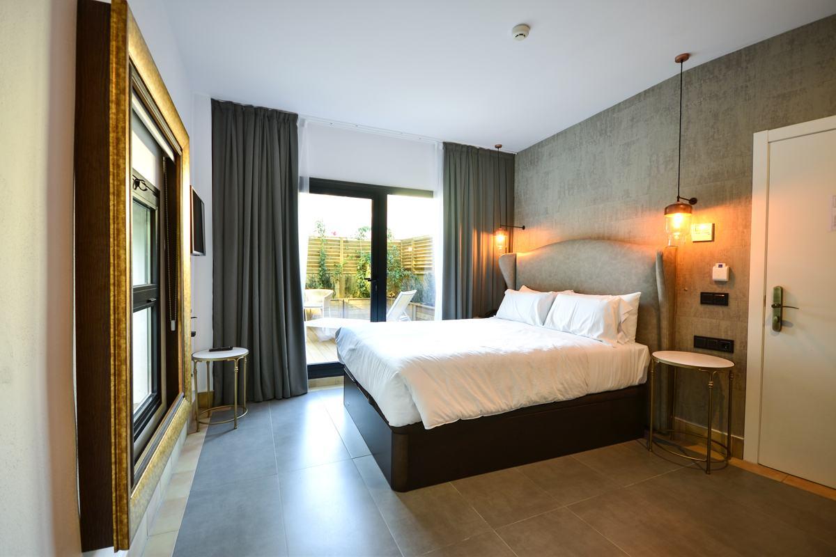 Habitaci n doble superior con terraza hotel legado alc zar for Habitacion doble